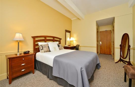 Zimmer SureStay Collection by Best Western Genetti Hotel
