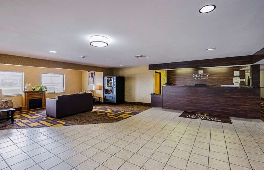 Lobby Quality Inn & Suites