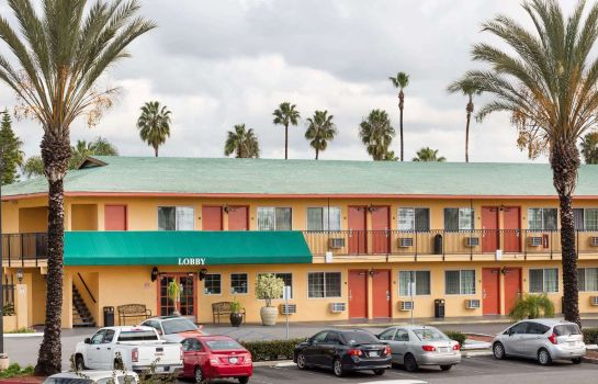 Außenansicht Travelodge Oceanside