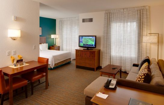 Suite Residence Inn Wichita East at Plazzio
