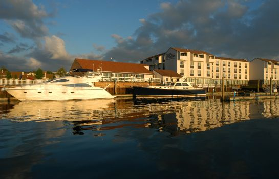 Buitenaanzicht NEWPORT HARBOR HOTEL AND MARINA