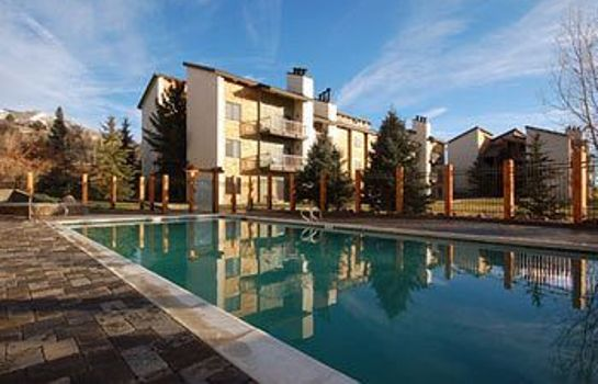 Vista exterior Rockies Condominiums by Mountain Resorts