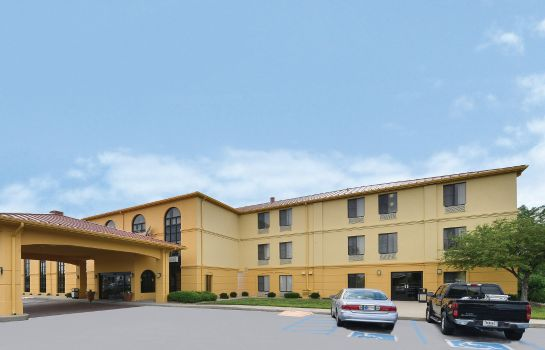 Außenansicht La Quinta Inn and Suites Greenwood