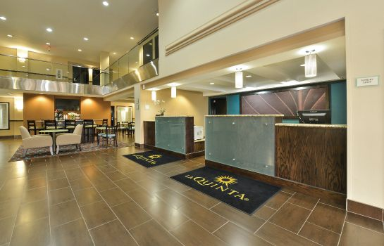 Lobby La Quinta Inn and Suites Greenwood