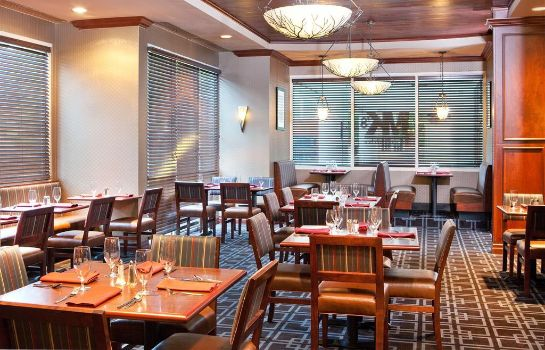 Restaurant Four Points by Sheraton Knoxville Cumberland House Hotel