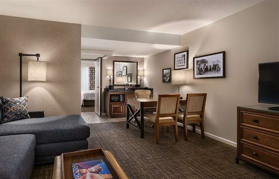 Zimmer Embassy Suites by Hilton Scottsdale Resort