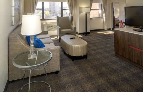 Zimmer DoubleTree by Hilton Hotel - Suites Pittsburgh Downtown
