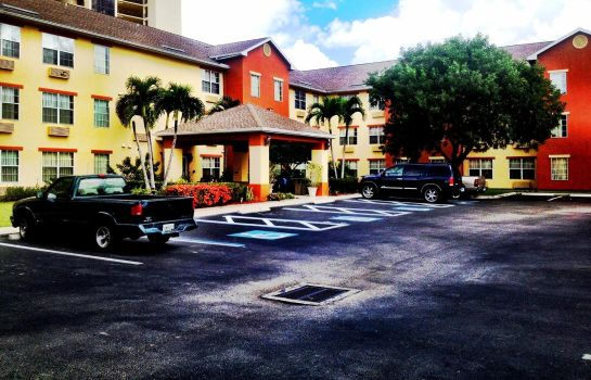 Exterior view InTown Suites Fort Myers