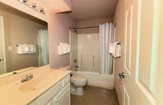 Bathroom InTown Suites Fort Myers