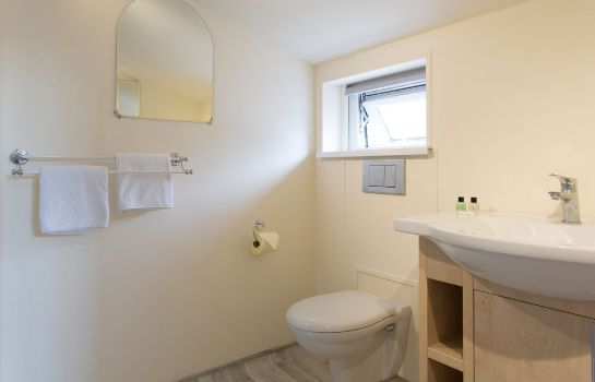Bagno in camera Oakwood Bed and Breakfast Heathrow