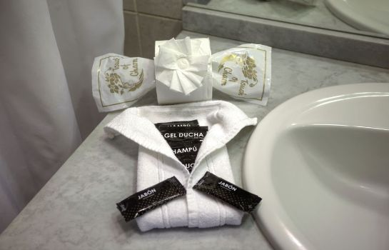 Bathroom Hotel Diamante Suites