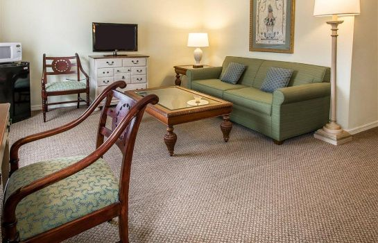 Suite Plantation on Crystal River Ascend Hotel