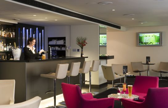 Hotel bar Sofitel London Gatwick