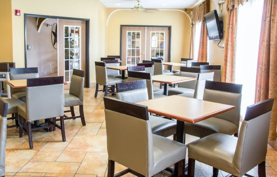 Restaurant Comfort Suites Near Seaworld