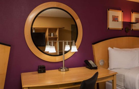 Room Pier 5 Hotel Baltimore Curio Collection by Hilton