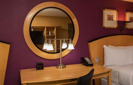 Zimmer Pier 5 Hotel Baltimore Curio Collection by Hilton
