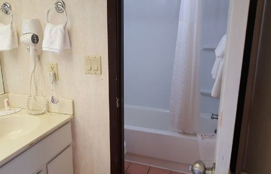 Cuarto de baño Knights Inn and Suites Grand Forks