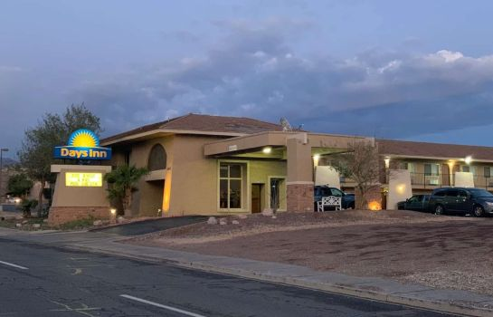 Vista exterior Days Inn by Wyndham Lake Havasu
