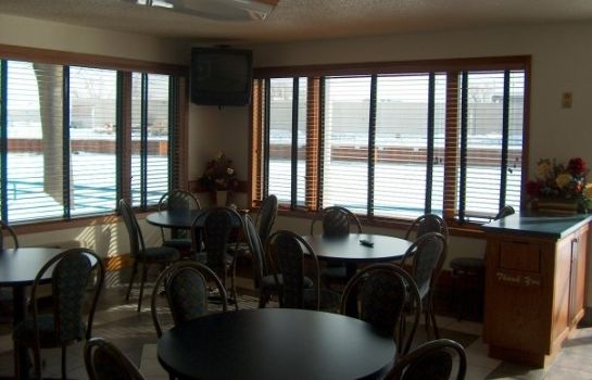 Hall HARBOR WINDS HOTEL SHEBOYGAN