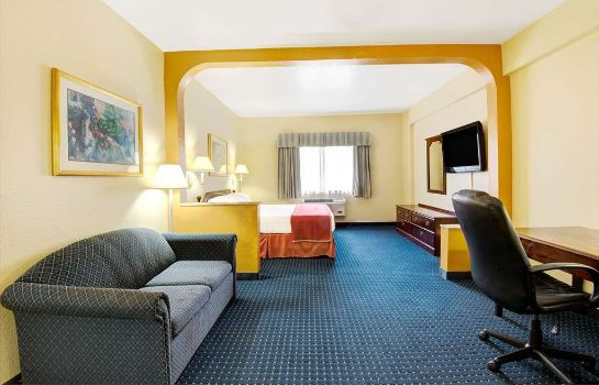 Suite Howard Johnson Inn And Suites San Antonio/Balcones Heights San Antonio / Balcones Heights