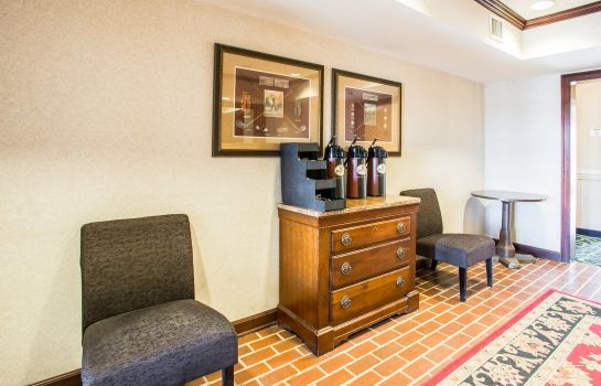 Hotelhal Home-Towne Suites Concord