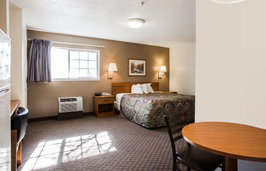 Room Home-Towne Suites Concord