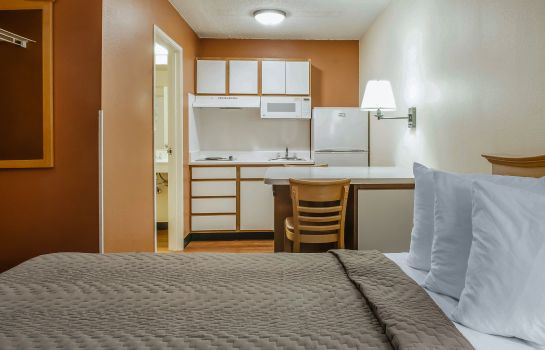 Zimmer Suburban Extended Stay