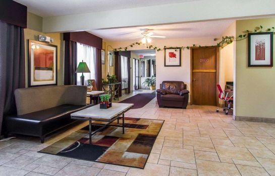 Hall Quality Inn & Suites Ottumwa