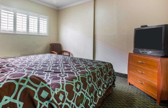 Suite Rodeway Inn & Suites Near Convention Center
