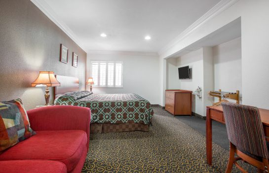 Room Rodeway Inn & Suites Near Convention Center