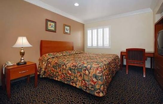 Zimmer Rodeway Inn & Suites Near Convention Center