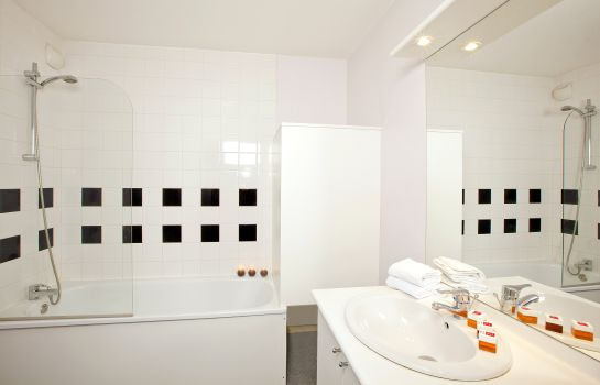 Bagno in camera Sejours & Affaires Lille Apparthotel