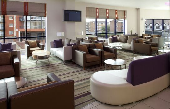 Hotel bar Holiday Inn Express LONDON - NEWBURY PARK