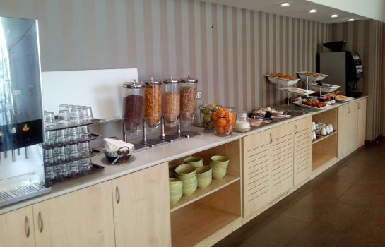 Breakfast buffet B&B Madrid Airport T1 T2 T3