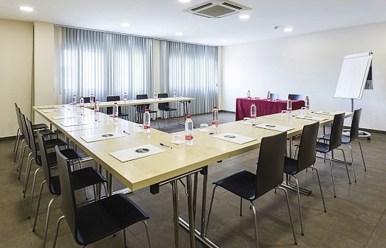 Conference room B&B Madrid Airport T1 T2 T3