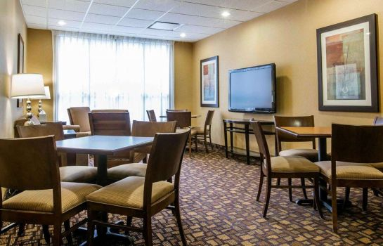 Restaurant Comfort Inn and Suites adj to Akwesasne