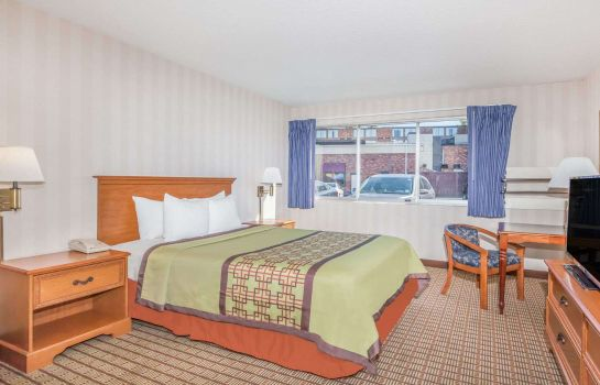 Zimmer DAYS INN BY WYNDHAM ALBANY SUN