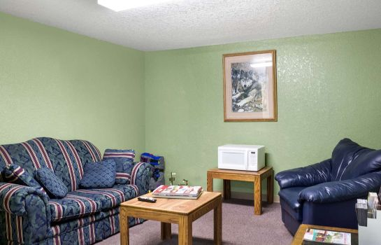 Hall Econo Lodge Custer