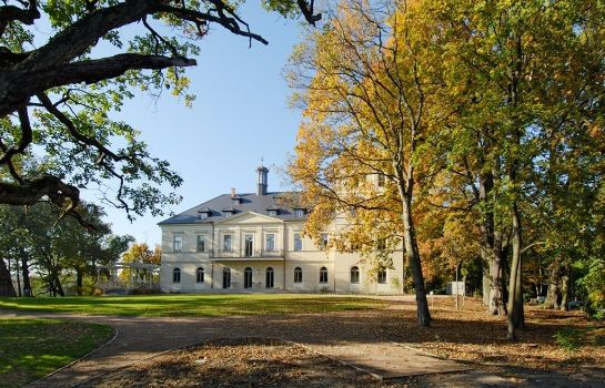 Buitenaanzicht Chateau Mcely