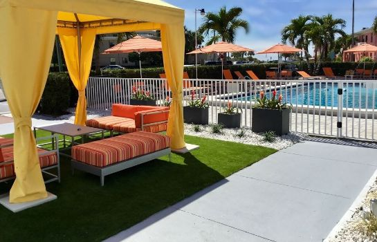Garden St Pete Beach Suites