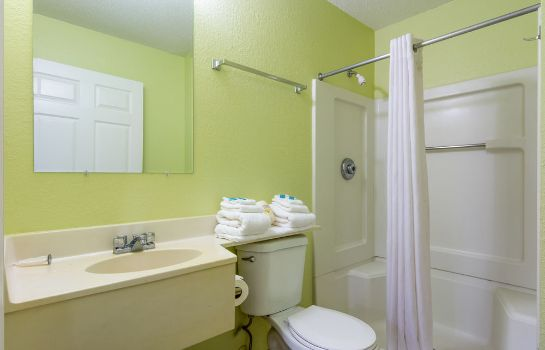 Bagno in camera Home-Towne Studios Gainesville