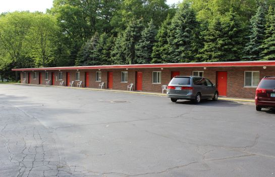 Exterior view Timberline Motel Saugatuck