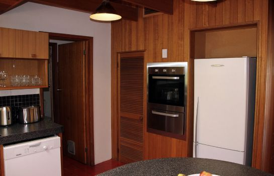 Kitchen in room Woolmers Apartments