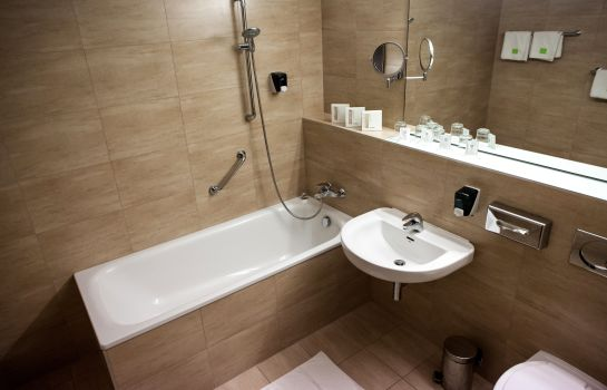 Bathroom CE Plaza Hotel