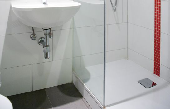 Bagno in camera ActiLingua Apartment Hotel