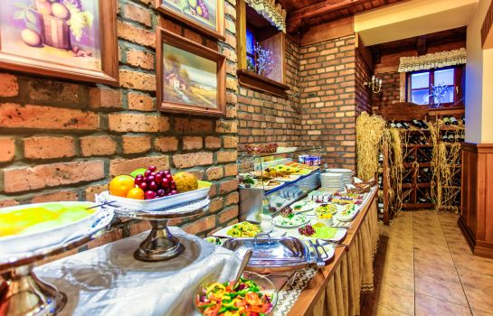 Breakfast buffet Palac Wisniewski