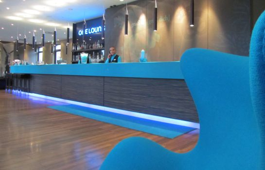 Reception Motel One City Ost