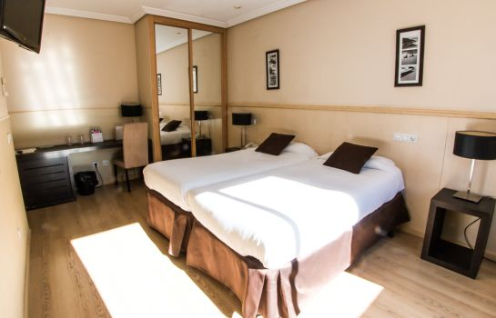 Single room (standard) Suites Feria de Madrid