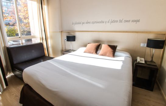 Double room (standard) Suites Feria de Madrid