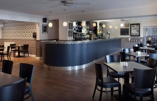 Bar del hotel Elfordleigh Golf & Leisure